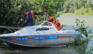 Спасатели на реке.