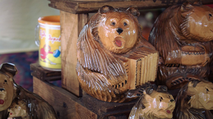 Что продают на алтайском сувенирном рынке.