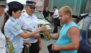 """Акция ДПС """"Прохладительные напитки вместо горячительных"""". 15 июля 2016 года."""