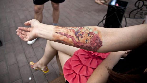 Цветные татуировки барнаульцев.