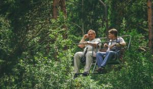 Туристы на кресельном подъемнике в Белокурихе.