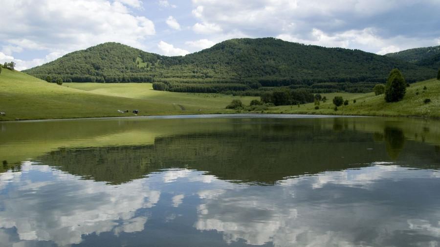 Туризм на Алтае. Озеро.