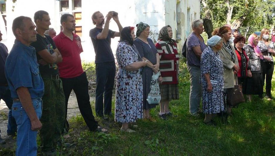 На поселке Восточном установили поклонный крест.