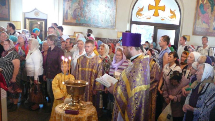В храмах Барнаула освятили мед.