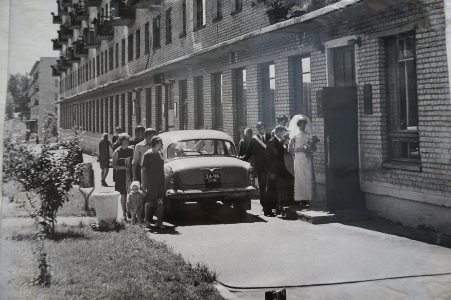 Барнаул, 1960-е. Вход во дворец бракосочетания, который находился тогда на пр. Комсомольском,77.