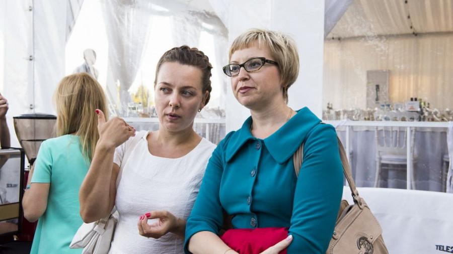 Полина Дьячкова (справа).