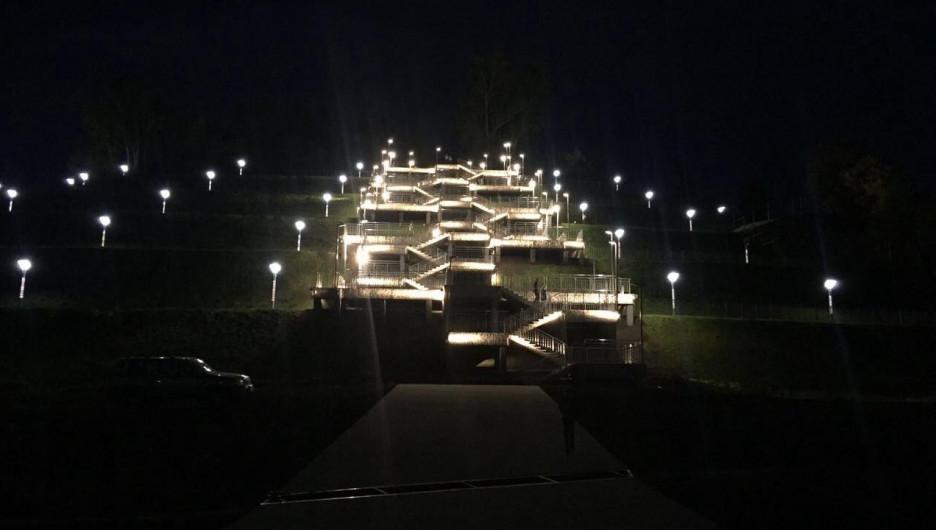 так картинки в барнауле светящиеся лестницы на гору мужчиной