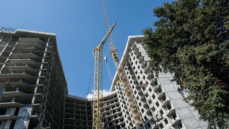 Почему убрали башенный кран со строительства дома бизнес-класса.
