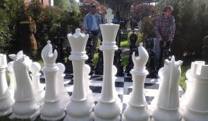 Гигантские шахматы.