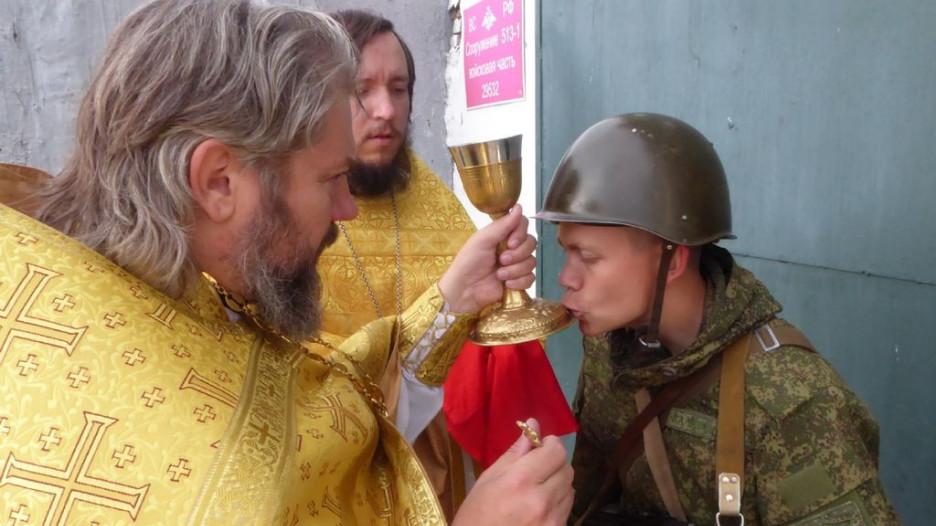 В ЗАТО Сибирский освятили боевую технику