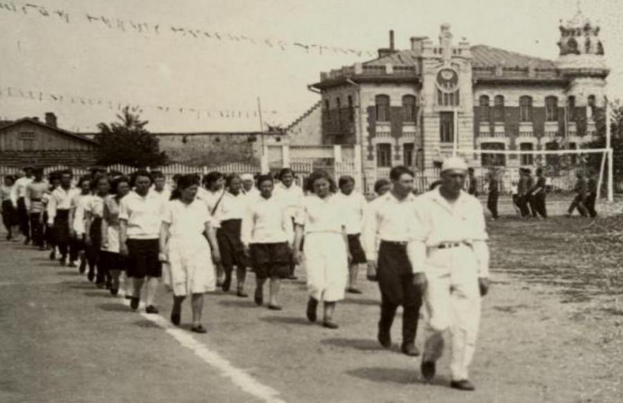 6 мая 1937 г. на стадионе «Динамо» открылись первые гимнастические соревнования спортивных команд города.