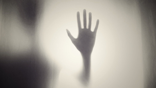 Рука женщины.