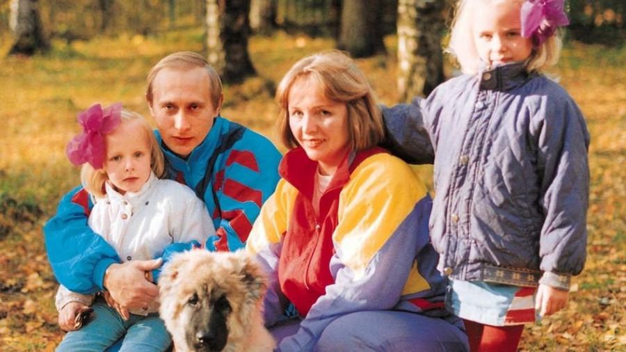 Владимир и Людмила Путины, а также их дочери Мария и Екатерина.
