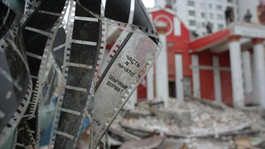 """В 2006 году снесли кинотеатр """"Первомайский""""."""