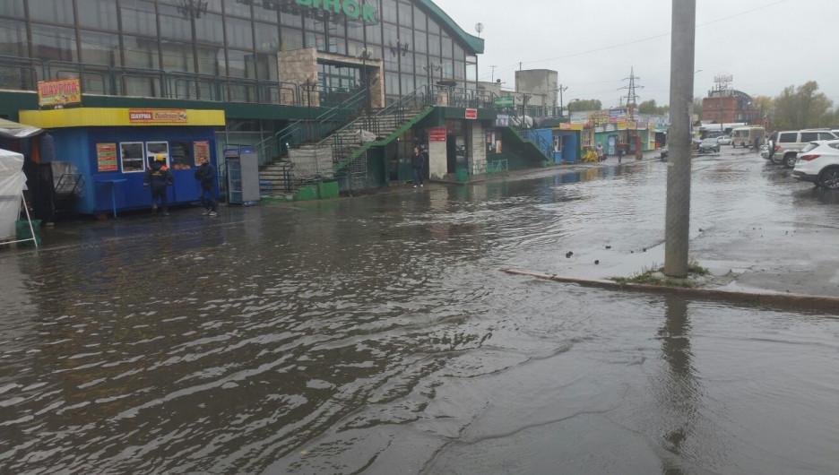 Затопило улицу Мало-Тобольскую.