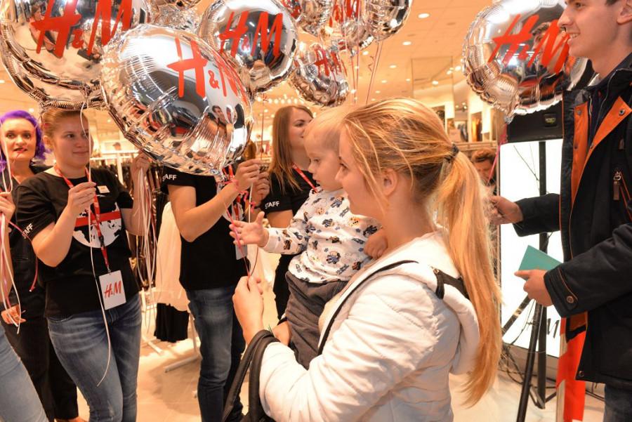 Открытие второго магазине H&M в Барнауле.