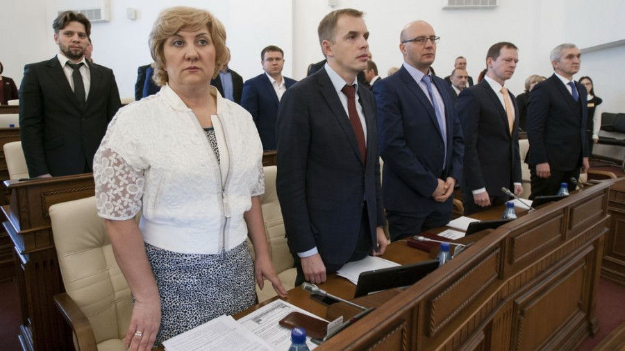 Слева направо: Людмила Суслова, Александр Молотов, Виталий Снесарь.