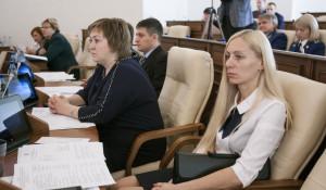 Депутат Татьяна Иванникова (справа).