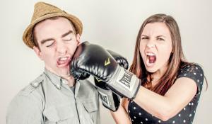 Конфликт между мужчиной и женщиной.