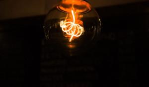 Лампочка, электричество.