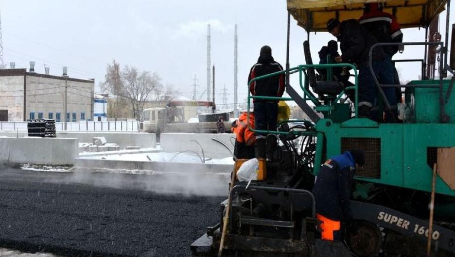 Дорожные работы на мосту через Барнаулку.