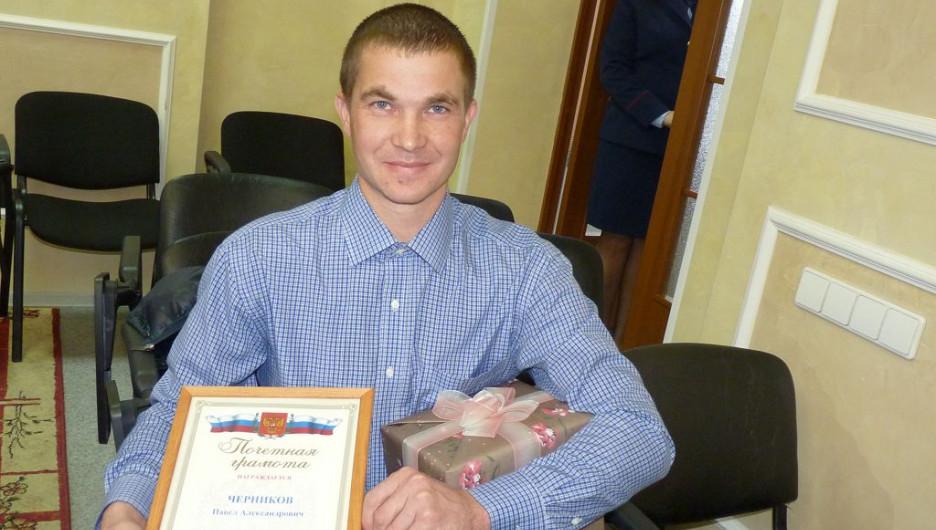 Павел Черников получил грамоту от Следственного комитета за спасение девочки.