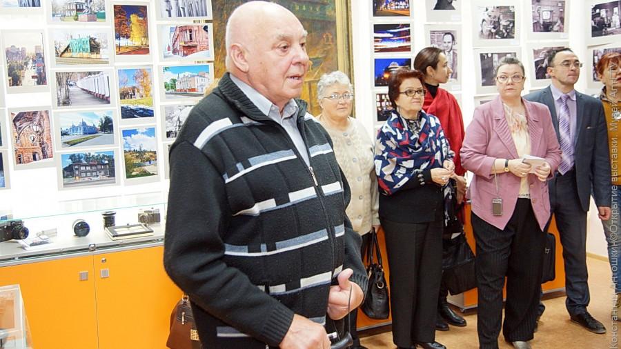 Александр Антошкин на выставке в музее АлтГТУ.