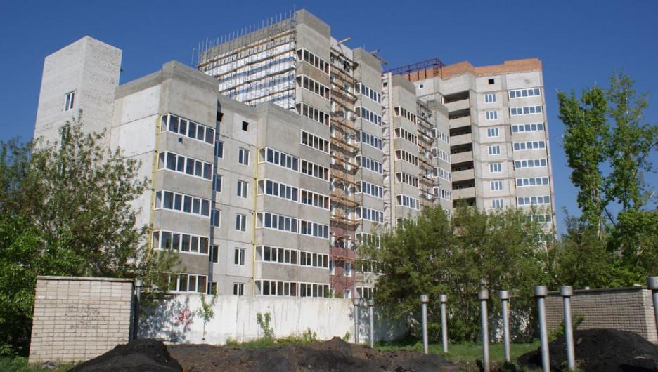 Дом на Антона Петрова, 254 по состоянию на лето 2015 года.