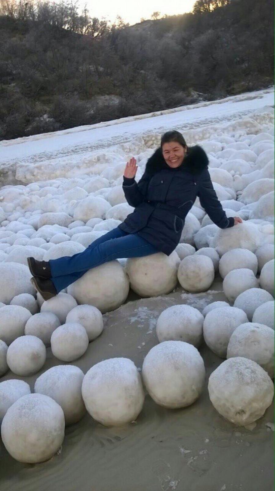 Ледяные шары на Ямале.