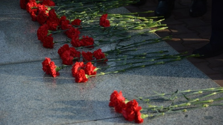 Мемориал. Память. Цветы.
