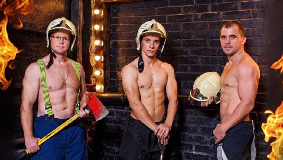 Омские пожарные снялись для благотворительного календаря.