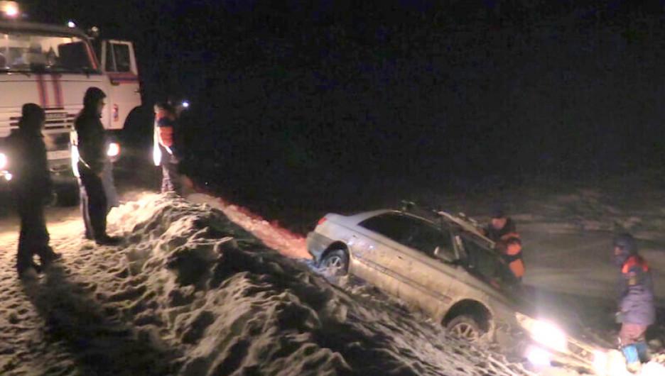 МЧС спасли людей на перевале в Республике Алтай.