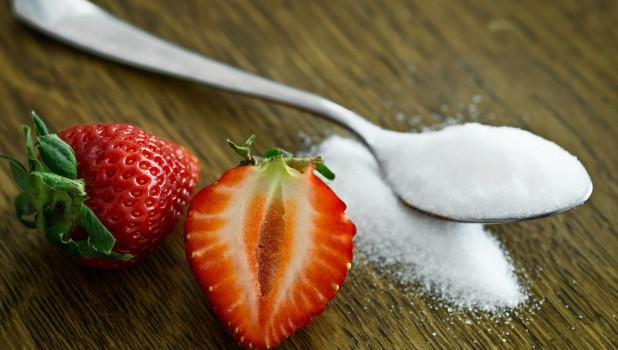 Сахар. Ягоды.