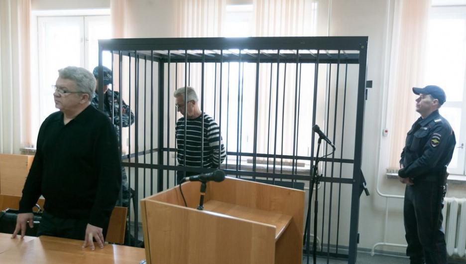 Юрий Денисов и его адвокат в суде.
