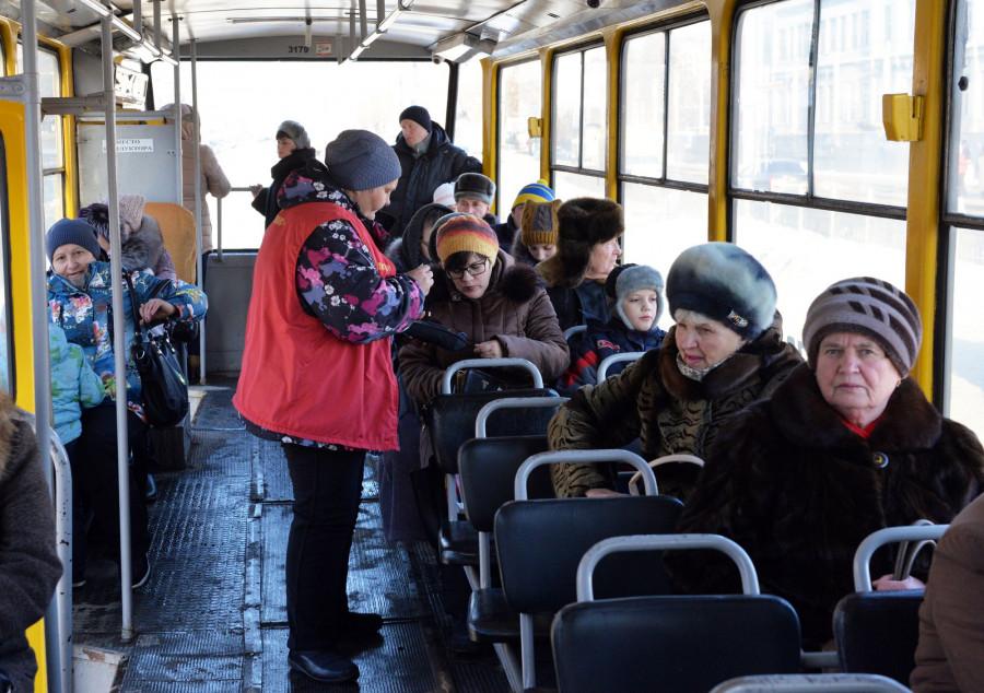 Электронные проездные в общественном транспорте Барнаула. 1 декабря 2016 года.