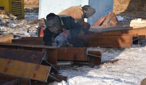 Сварщик, ремонт водопропускной трубы на Чуйском тракте