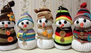 Снеговики из носков.