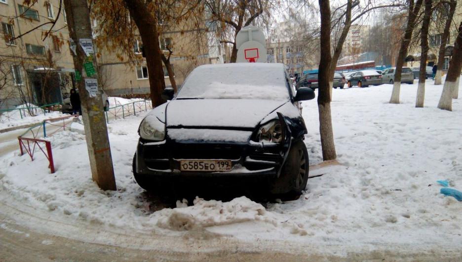 В Башкирии разыскивают хозяина брошенного Porsche.