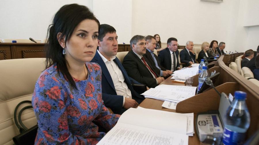 Мария Прусакова и Максим Талдыкин (второй слева).