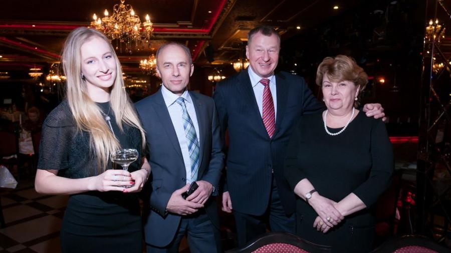 Валерий Гачман с дочерью, Андрей Олишевский и Алла Старовойтова.