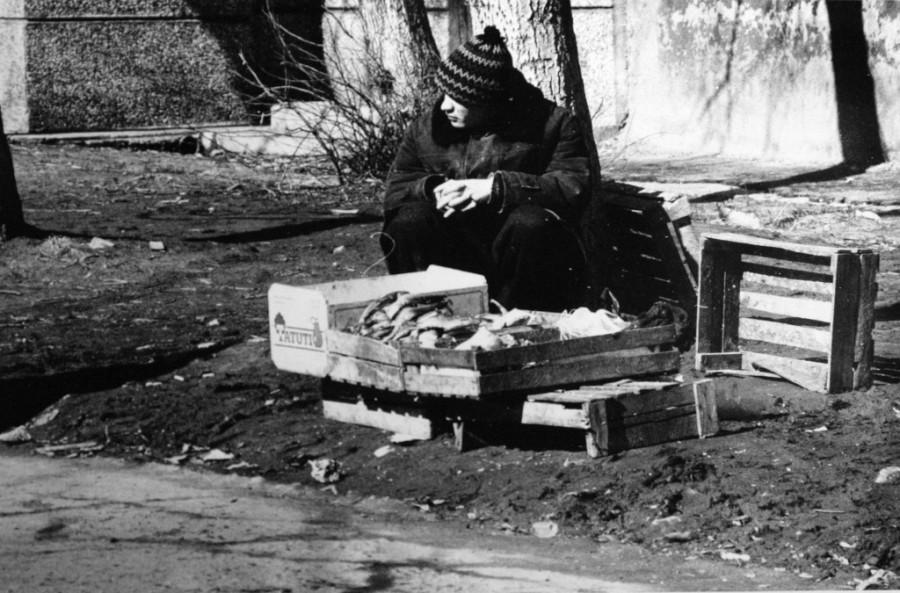 Барнаул в 90-е годы XX века. Уличная торговля.