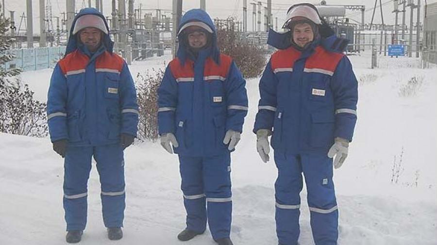 """Электромонтеры Центральных электрических сетей """"Алтайэнерго""""."""