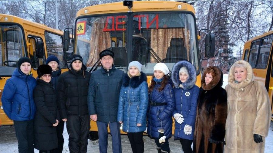 На вручении школьных автобусов.