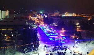 Барнаульцы на главной новогодней площади города.