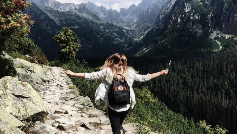 Лето. Отдых в горах. Туризм.