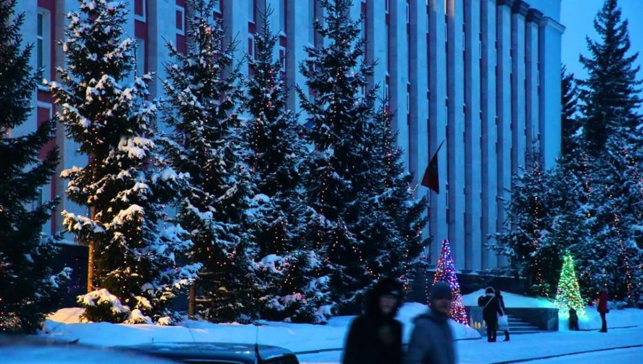 Правительство Алтайского края зимой.
