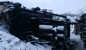 В Бураново сгорел дом. Погорельцам нужна помощь.