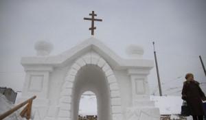 В Барнауле строят Крещенский городок. Январь 2017 г.