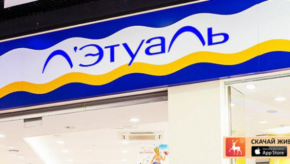 Первый магазин «Л`Этуаль» открылся в Москве в 1997 году. Во Франции, да и где-либо еще в мире данная сеть не присутствует.
