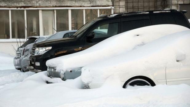 Автомобили в сугробах